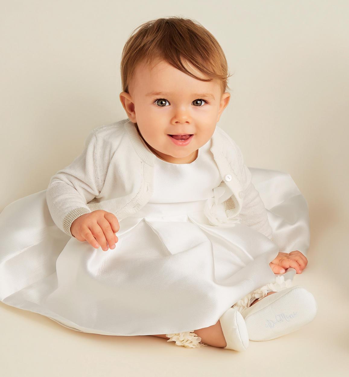 elegante abito in raso sposa con fiore i panna dettaglio 03 0444j13200 0112 150x150