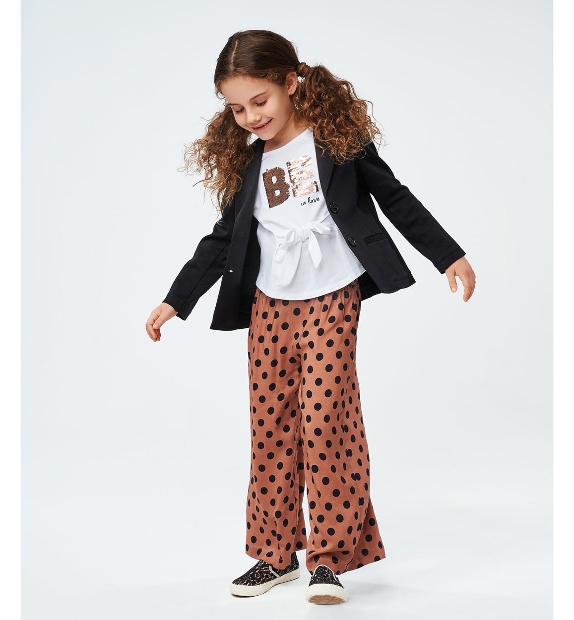 pantalone a palazzo con pois per bambina marrone dettaglio 04 2564j52300 6ml5 150x150