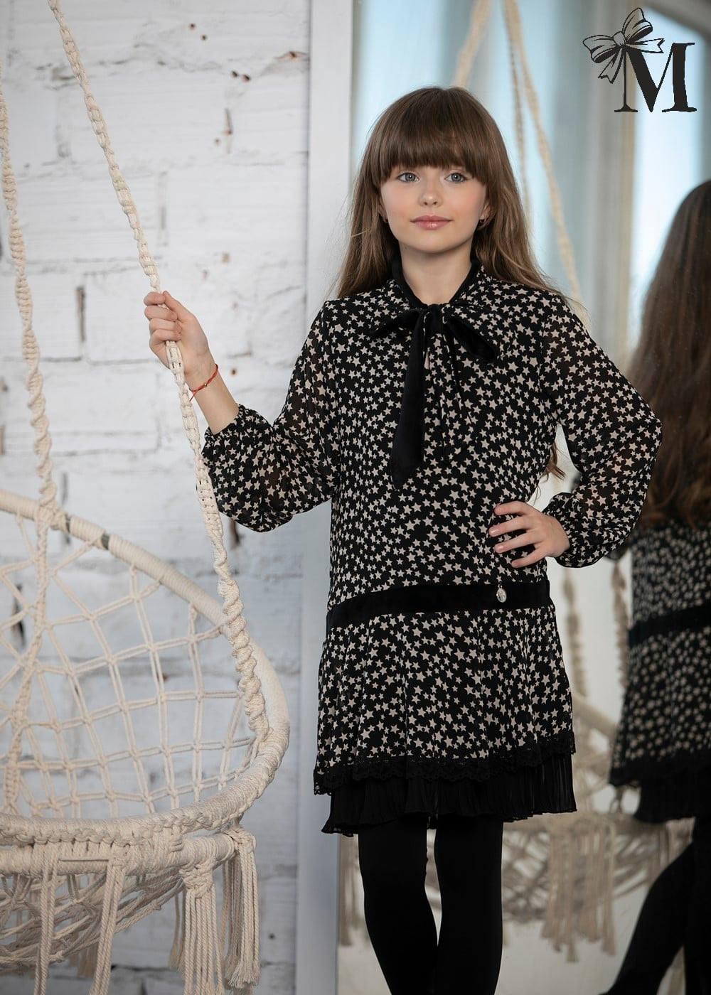 kislány csillagos fekete ruha