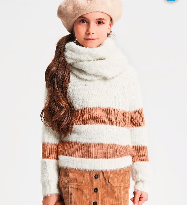 Kislány kötött barna csíkos pulóver