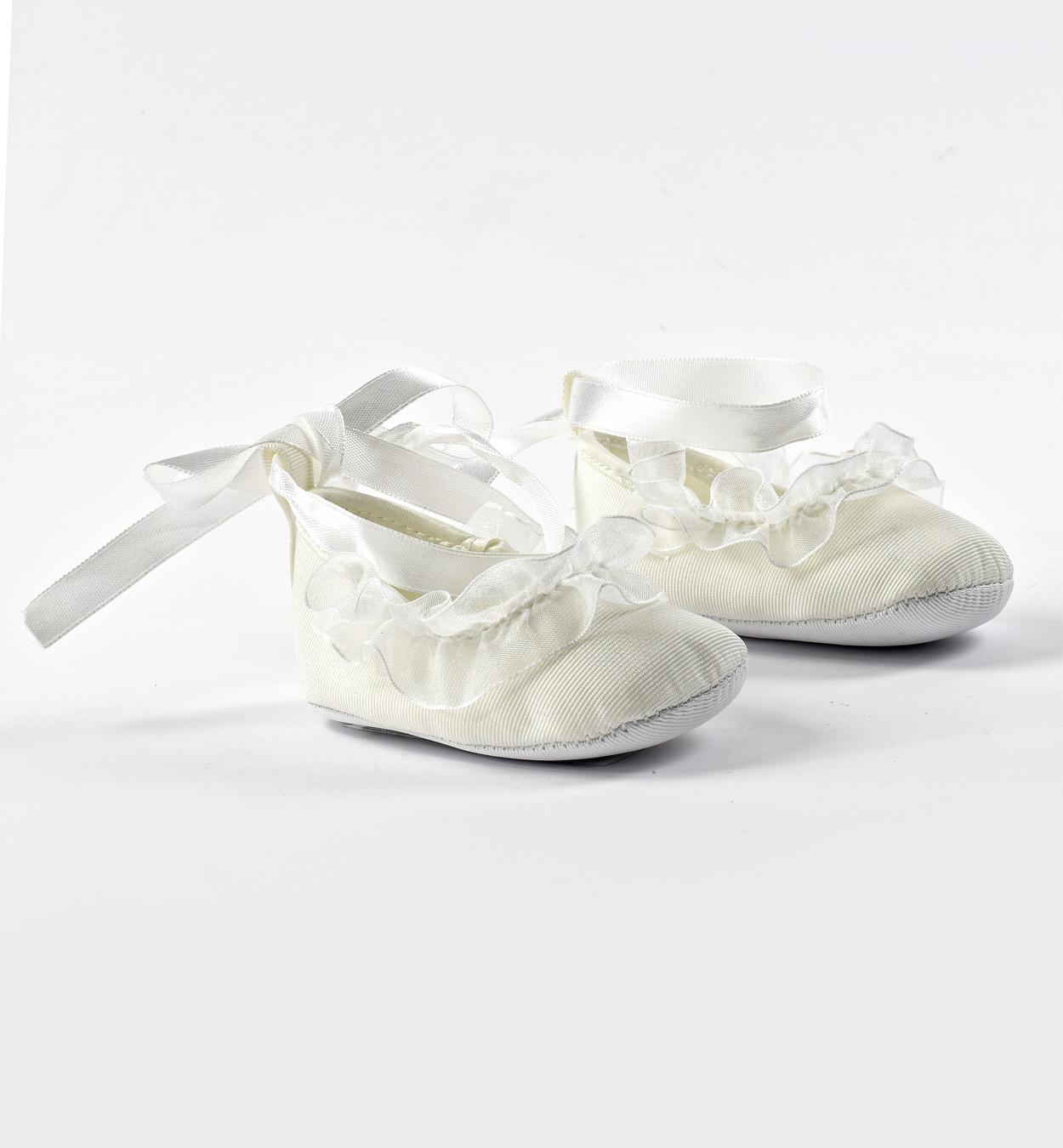 Újszülött kislány alkalmi fehér szandál keresztelőre